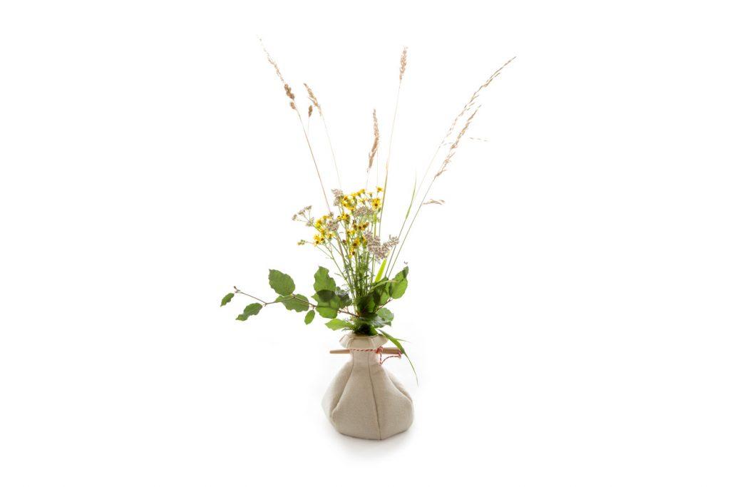 urn vilt bloemen