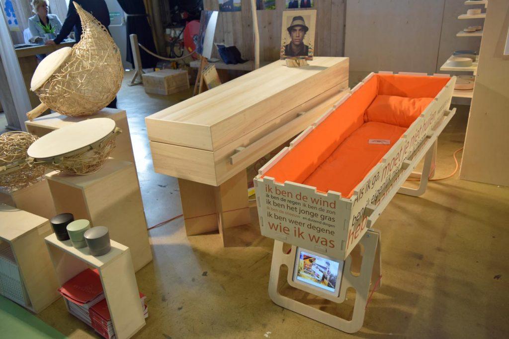 Uitvaartkist doodskist Rememberme funeral fair beerenberg oranje